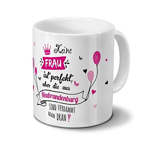 """Tasse mit Stadt/Ort Neubrandenburg - Motiv """"Keine Frau ist Perfekt, aber..."""" -Städtetasse, Kaffeebecher, Mug, Becher, Kaffeetasse - Farbe Weiß"""